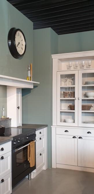 http://www.kralkeukens.nl.mijnluna.nl/houten-keukens/massief-houten-keuken-met-kamer-en-suite-als-afscheidingswand